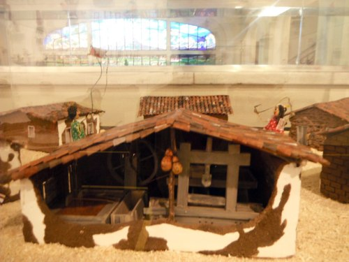 A little hard to see because of the glass casing, but it depicts the dry sertão in the northeast.